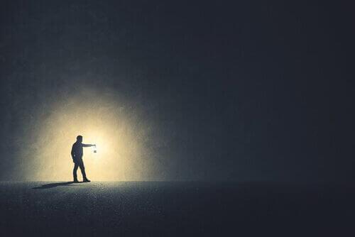 Bör vi se mörkret klarare än vad vi gör?