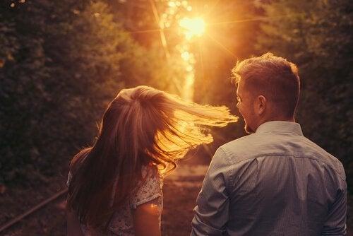 Helt plötsligt var du där: en historia om att bli kär