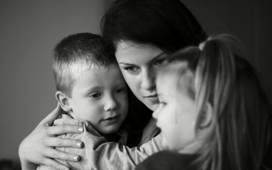 Mor och barn.
