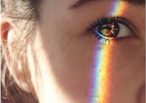 En regnbåge på ögat som ett uttryck för estetisk intelligens
