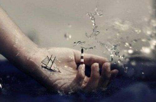Skepp som seglar i handen.
