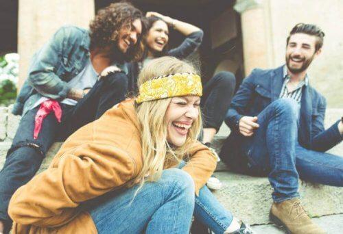 Vänner som skrattar.