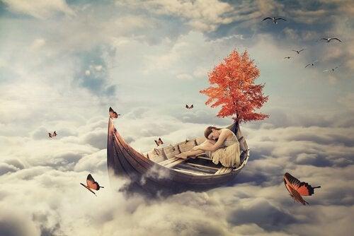 Båt bland molnen