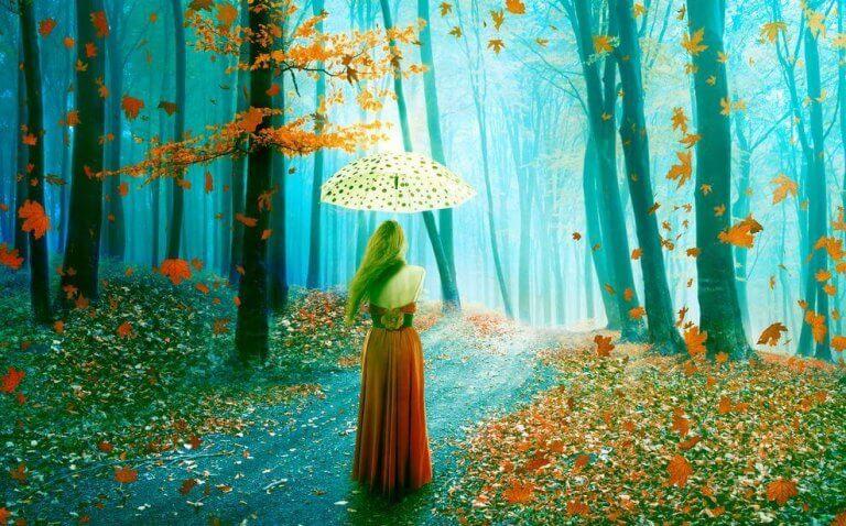 Kvinna i sagolik skog