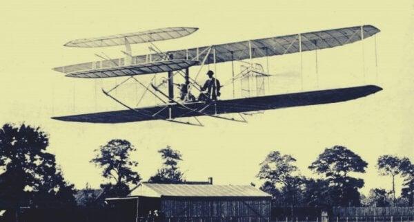 Första flygplanen