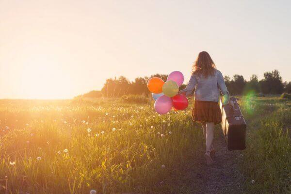 Flicka med ballonger.
