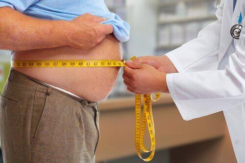 Läkare som mäter övervik