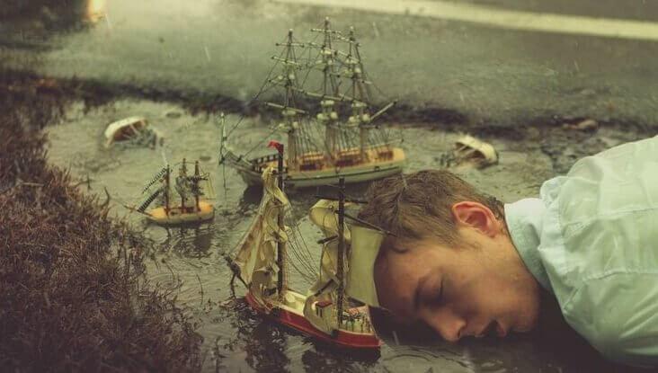 Man som drömmer bland skepp.
