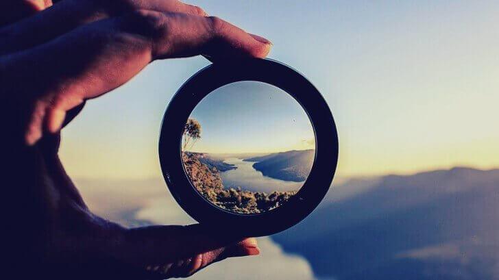 Tittar på landskap.