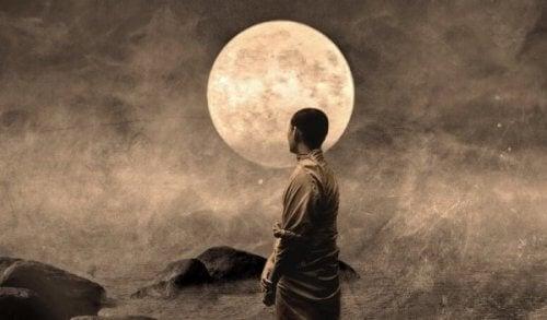 Krigare vid måne