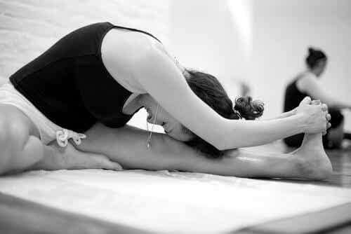 Bikram-yoga: karaktärsdrag och fördelar