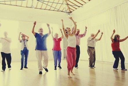 Dansande äldre