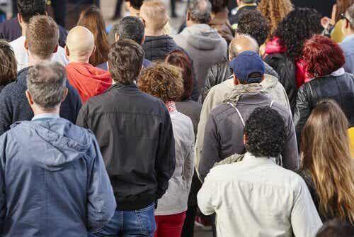 Länken mellan social klass och avhumanisering