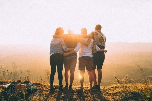 positiva människor på kulle