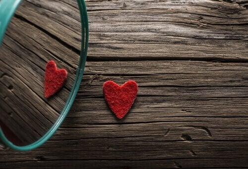 Ett hjärta i en spegel