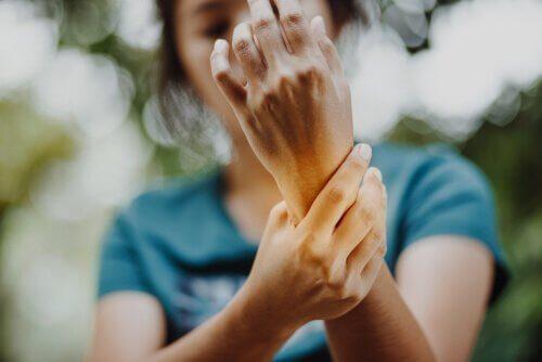 Alien hand-syndromet: när ena handen lever sitt eget liv