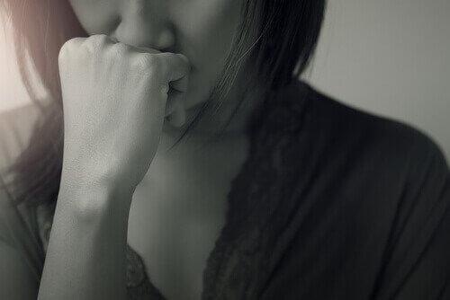 Kvinna som har ångest.