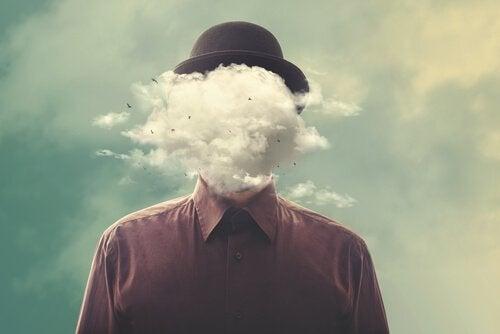 Man med moln som huvud.