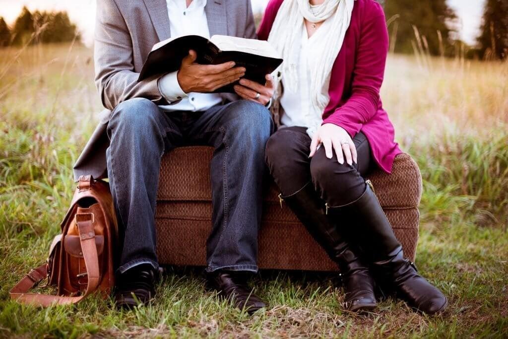 Par med bok