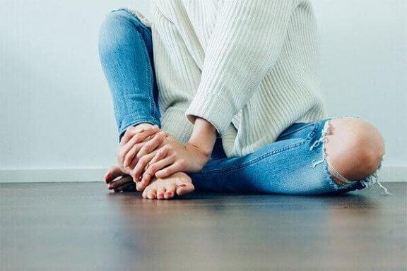 Kvinna på golvet