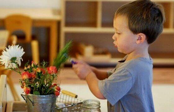 Barn med blommor