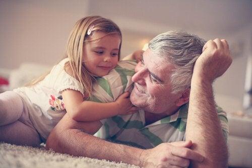 Farföräldrar är en skatt som är bra för oss alla