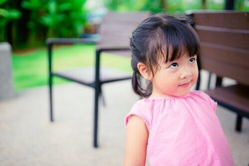 Distraheringsmetoden för att ingjuta disciplin hos barn