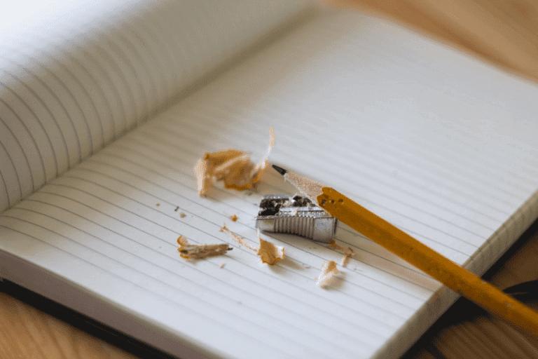 Penna och pennvässare.
