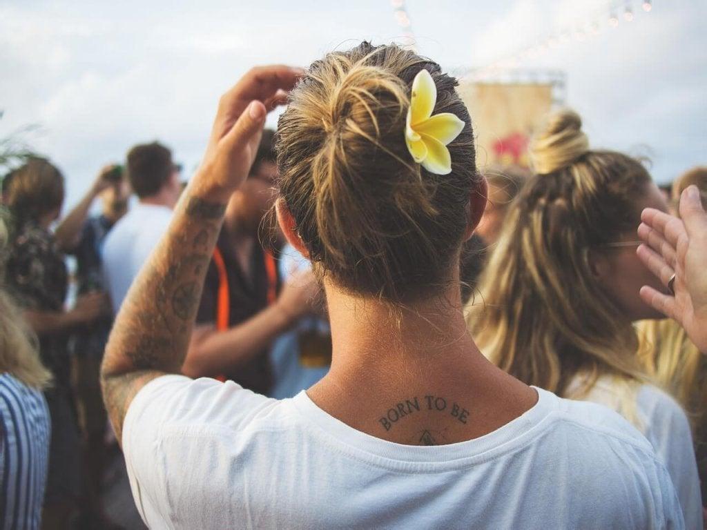 Person med tatueringar