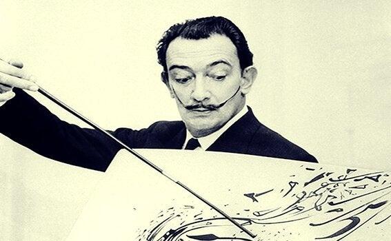 Salvador Dali som målar.