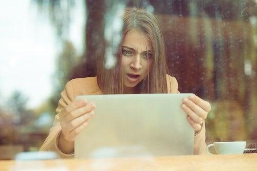 Psykologin bakom nättroll: varför agerar de som de gör?