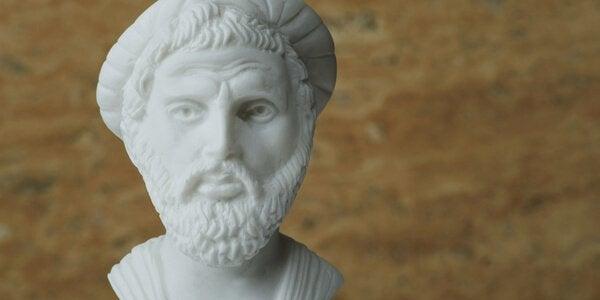 Skulptur av pythagoras.