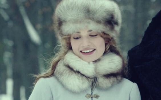 kvinna i kyla