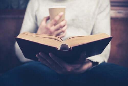 Psykologiska fördelar med att läsa biografier