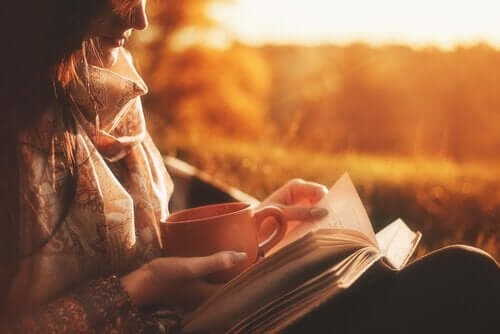 En god bok och kaffe