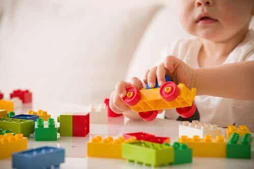 Relationen mellan lek och ett barns utveckling