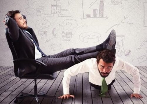 En inkompetent chef som stryker på en hårt arbetande anställd som representerar Peter-principen.