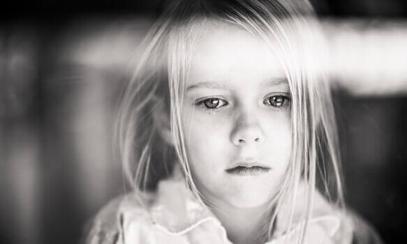 flicka som gråter - desorganiserad anknytning