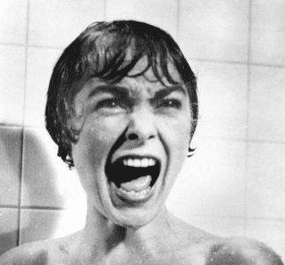 Filmmusik kan göra vissa scener mer intensiva. Till exempel skriken i duschscenen i filmen Psycho.