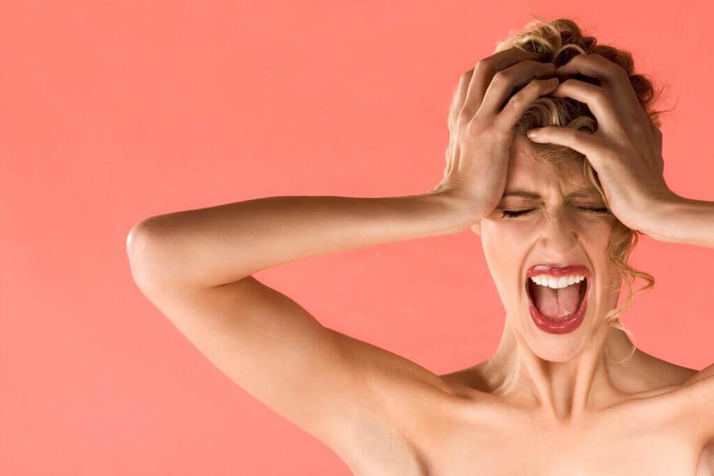 Kvinna som skriker.