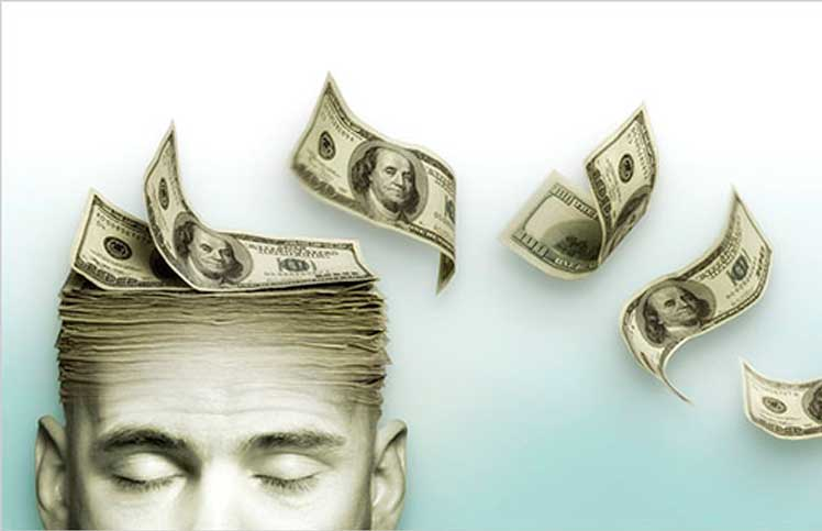 Man med pengar på huvudet.