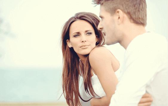 Man och kvinna som pratar.