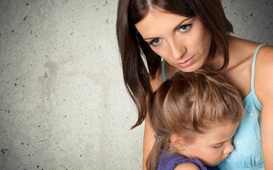 Föräldrar som är besatta av att hålla sina barn säkra
