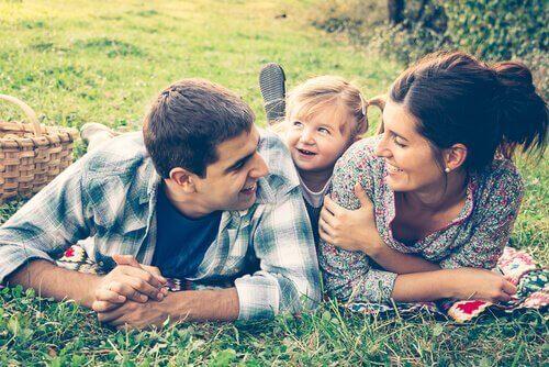 en glad familj
