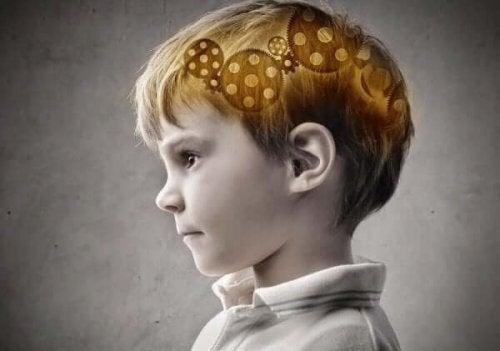 Pojke med kugghjul i hjärnan
