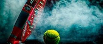 Tennisboll och racket