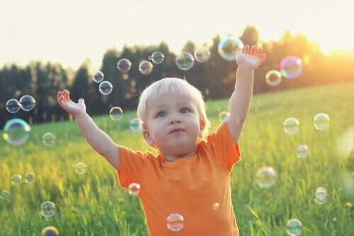 Barn bland bubblor.