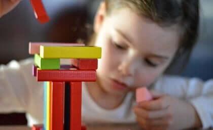 Lek och divergent tänkande hos barn.