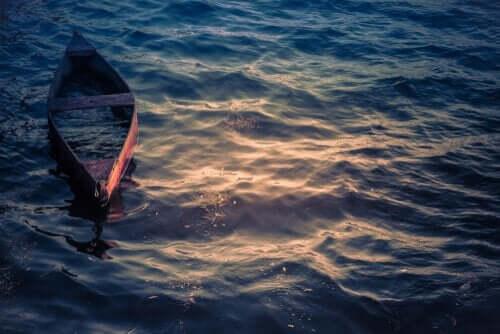 Båt på vattnet.