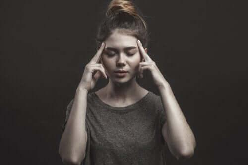 Kvinna som funderar.